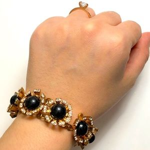 🎁FREE With $15/ Chunky Flowers Gold Tone Bracelet